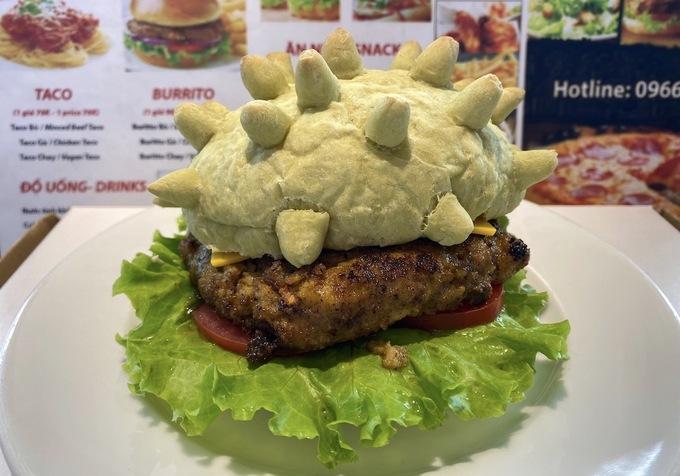 Burger CoronaHoàng Tùng, chủ quánẢnh: NVCC