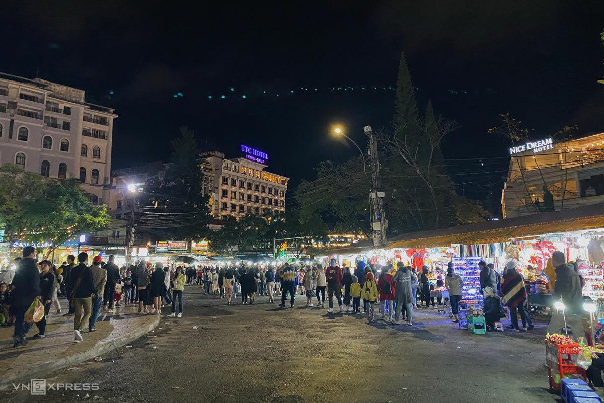 Hiện nay chợ Âm Phủ luôn tấp nập, đông đúc mỗi tối.