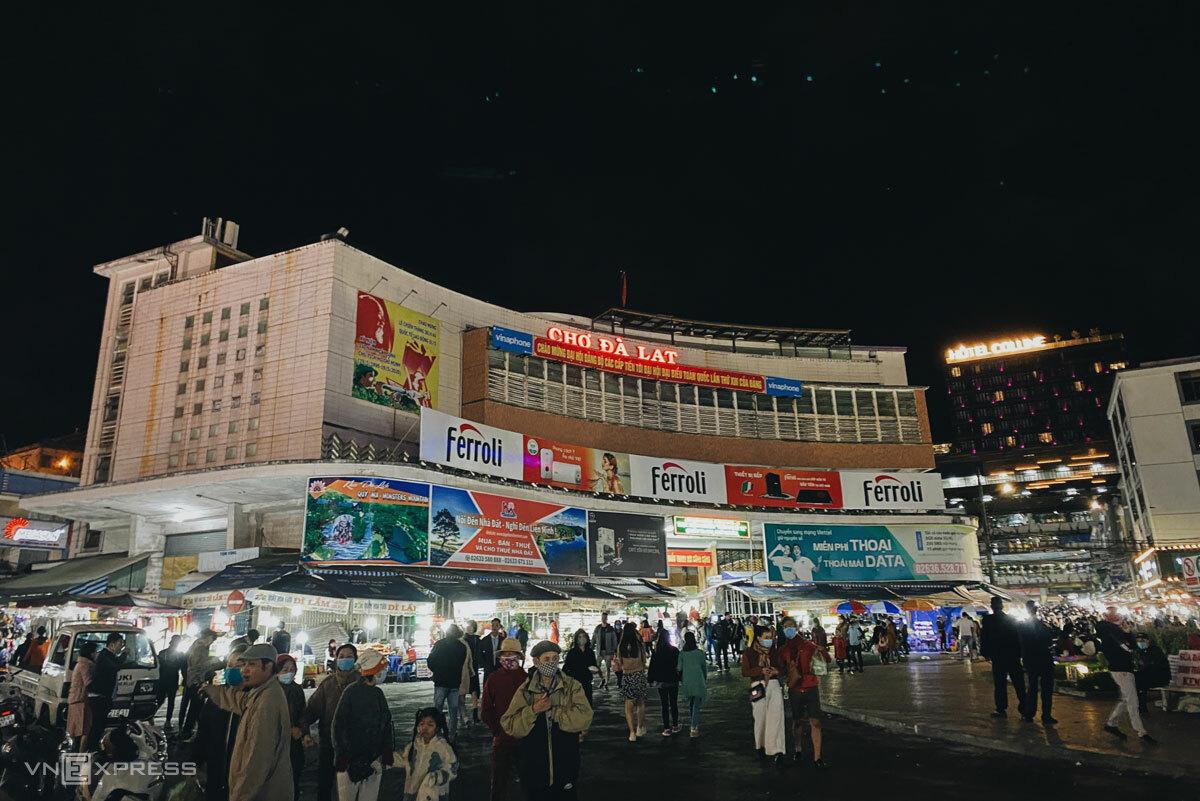 Chợ đêm Đà Lạt, hay còn được gọi là chợ Âm Phủ.