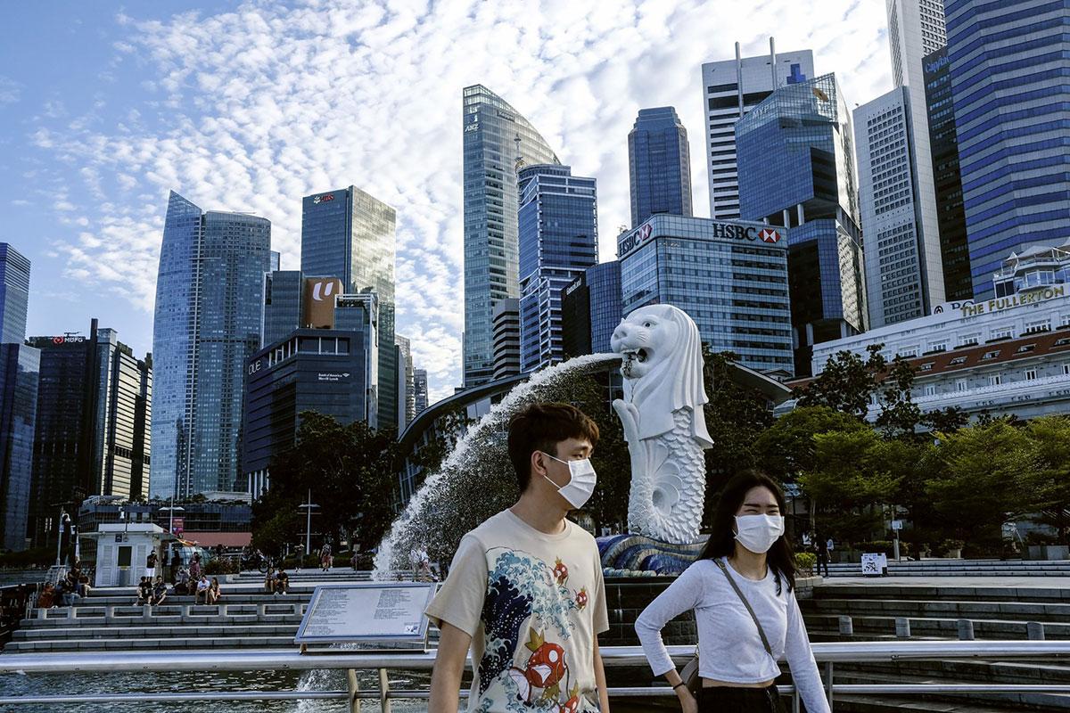 Ba công ty đưa ra gói bảo hiểm cho chi phí liên quan đến Covid-19 cho du khách đến Singapore là AIG Asia Pacific Insurance, Chubb Insurance Singapore, và HL Assurance. Ảnh: AP/Ee Ming Toh