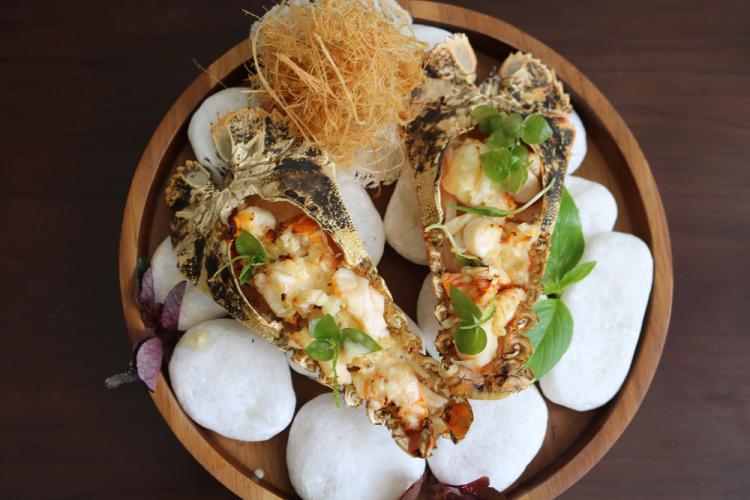 Tôm từ biển Côn Đảo sẽ đậm đà hơn khi ăn cùng các loại sôt. Ảnh: The Secret.