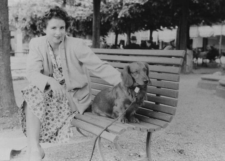 Bức ảnh chụp người phụ nữ bí ẩn đi du lịch cách đây 70 năm đã tạo nên một cuộc truy tìm tung tích khắp châu Âu ở hiện tại. Ảnh: William Fagan/CNN