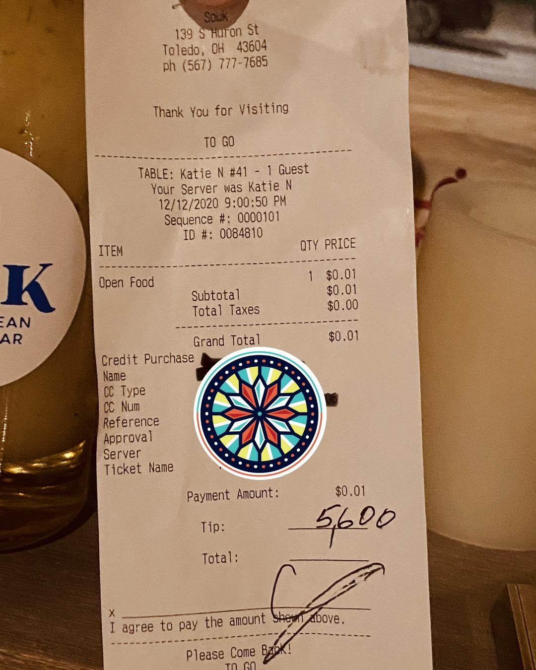 Nhà hàng đã đăng biên lai thanh toán tiền ăn và tiền tip của vị khách hào phóng lên facebook nhưng không tiết lộ tên. Họ chỉ gọi người khách này là Billy. Thật là một cử chỉ tử tế tuyệt vời đối với nhân viên của tôi, Sallouk viết. Ảnh: Facebook