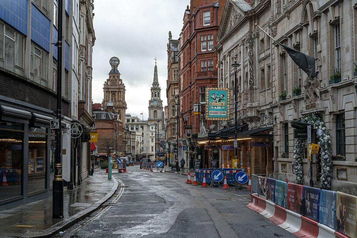 Khu vực St. Martin ở trung tâm London hôm 21/12. Ảnh:  Andrew Testa/New York Times