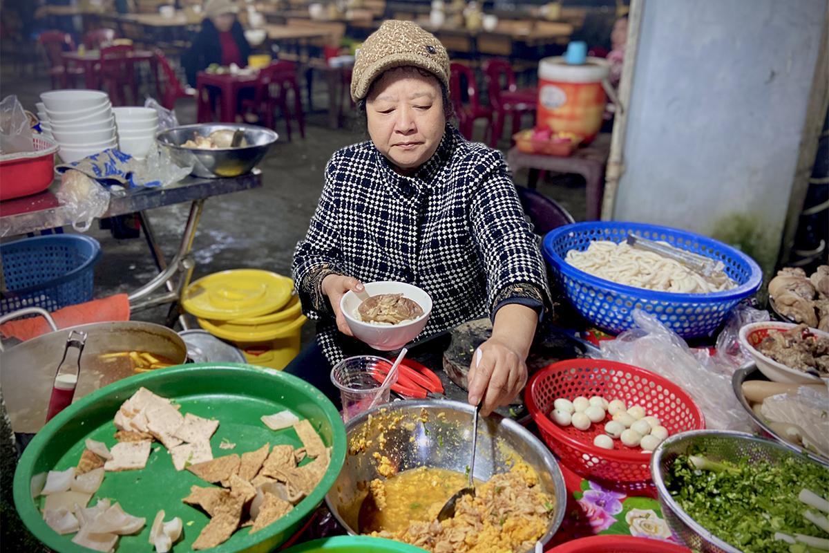 Con phố banh canh Hàn Thuyên có tuổi đời hơn 40 năm. Ảnh: Ngọc Trân