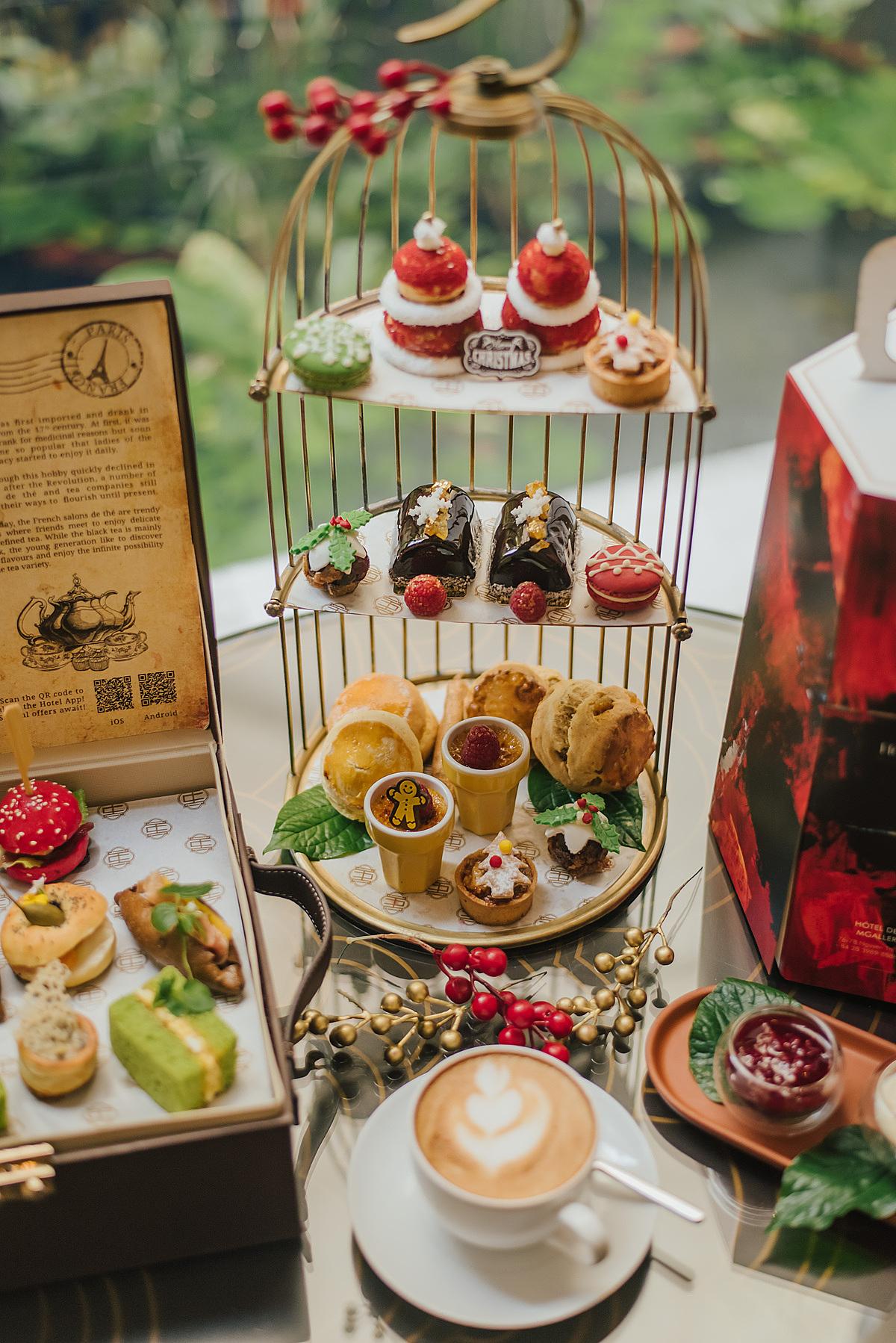 Các món trà và bánh trong bữa tiệc trà chiều do rưởng điều hành Angela Brown và đội ngũ đầu bếp chuẩn bị.