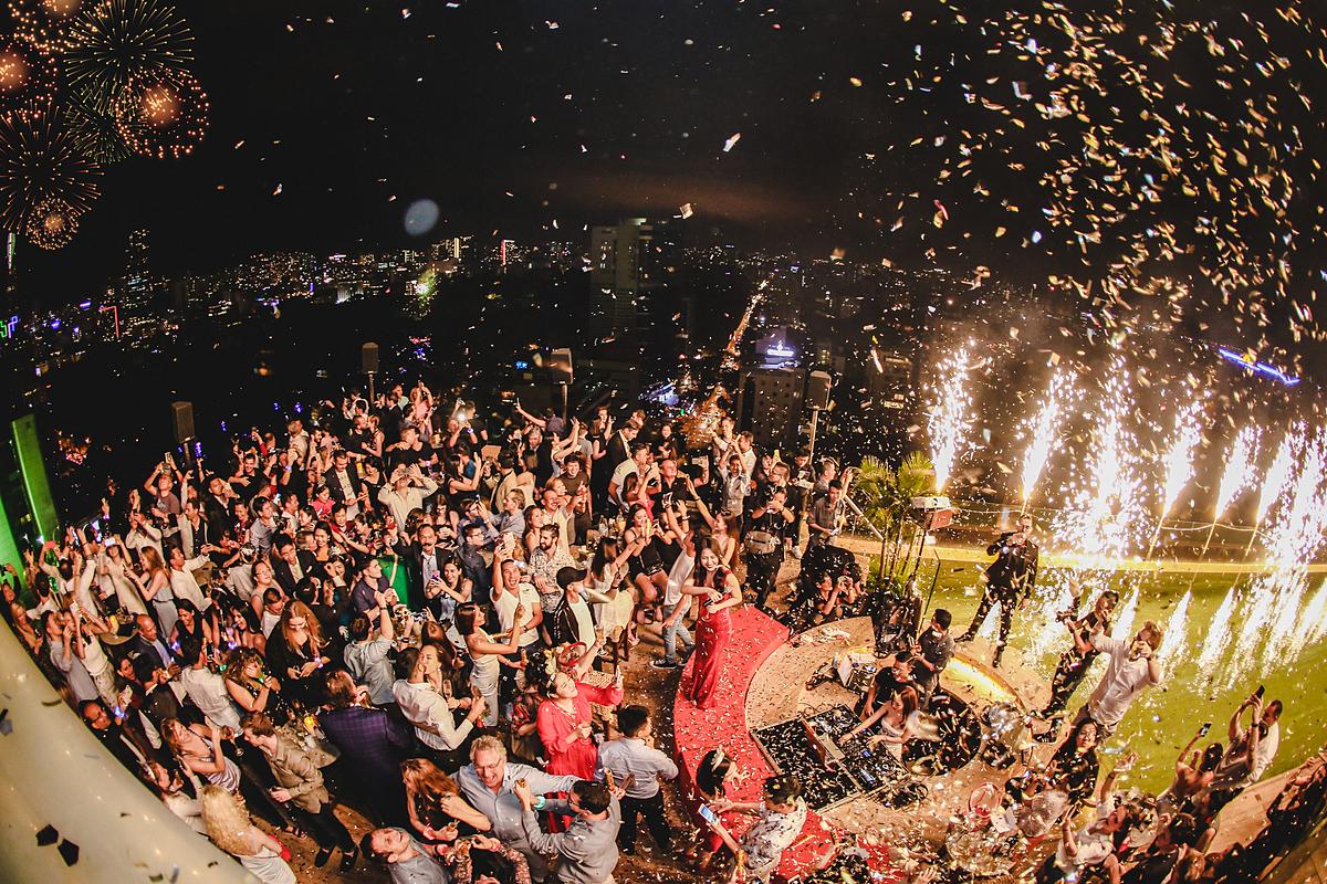 Đếm ngược chào năm mới, ngắm pháo hoa từ sân thượng Hôtel des Arts Saigon. Ảnh: Hôtel des Arts Saigon.