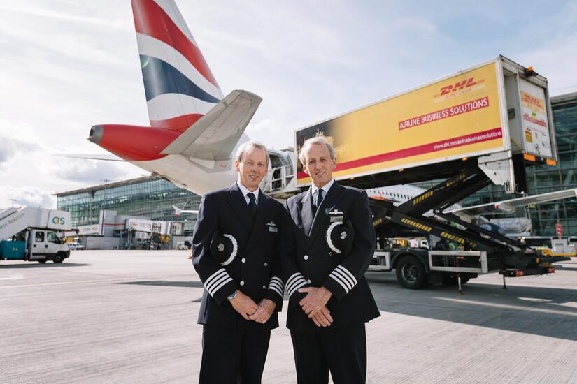 Cơ trưởng Jeremy (trái) và Nick Hart (phải) là anh em sinh đôi, chào đời cách nhau 30 phút. Họ cùng làm phi công của British Airways, lái chiếc A320 khai thác các chặng bay ngắn. Vào tháng 10/2017, họ đón sinh nhật lần thứ 60 bên nhau, cùng lúc điều khiển hai chiếc máy bay và hạ cánh xuống sân bay Heathrow (London, Anh) cách nhau đúng 30 giây. Đó cũng là chuyến bay cuối cùng của cặp sinh đôi trước khi họ về hưu. Jeremy chọn chuyến bay cuối cùng trong sự nghiệp từ Geneva, Thụy Sĩ vì đây là điểm đến đầu tiên của ông khi bắt đầu sự nghiệp phi công. Ảm: British Airways