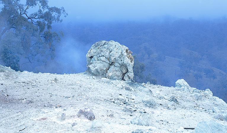 Ngày nay, biệt danh của núi Cháy thậm chí còn nổi tiếng với du khách hơn tên thật của nó. Ảnh: NSW National Parks and Wildlife Service