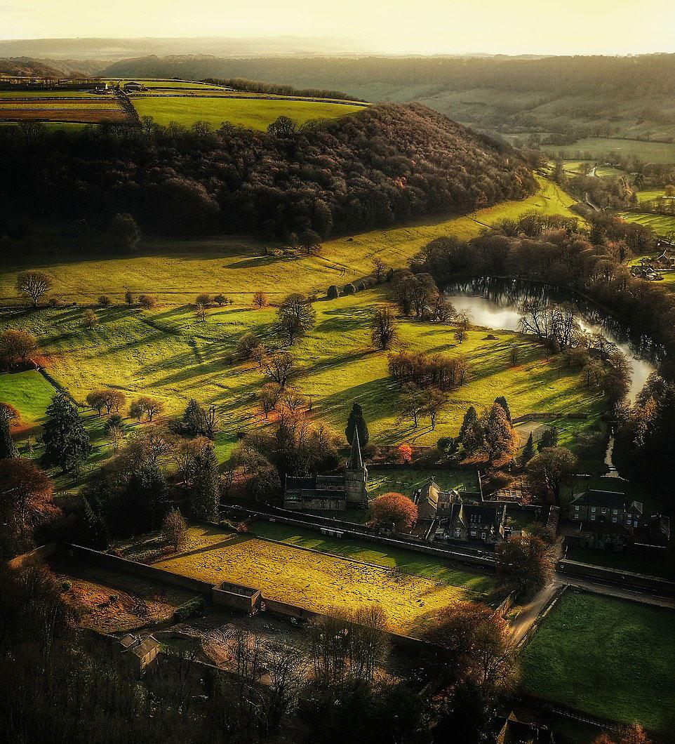 Nhiều người sau khi xem các bức ảnh chụp Yorkshire đều thừa nhận bị choáng ngợp bởi vẻ đẹp của Yorkshire, một hạt nằm ở phía bắc của Anh. Điều bất ngờ là các tác phẩm này thuộc về Alec Scott, 62 tuổi, một nhiếp ảnh gia nghiệp dư người địa phương.