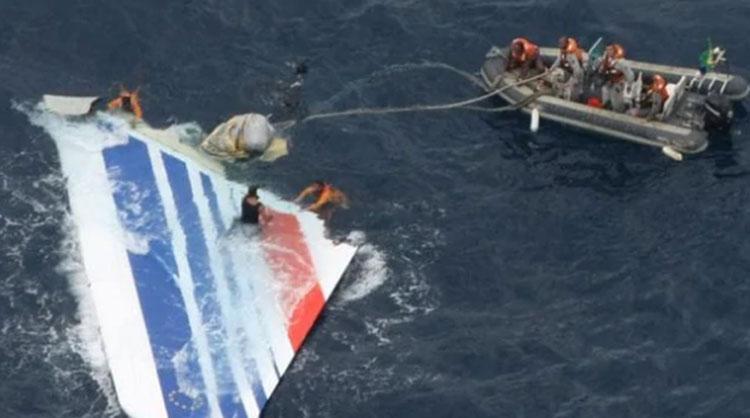 Hải quân Brazil thu hồi các mảnh vỡ của máy bay Air France
