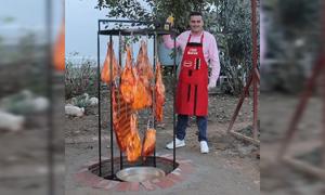 Đầu bếp Thổ Nhĩ Kỳ lấp đất nướng cừu