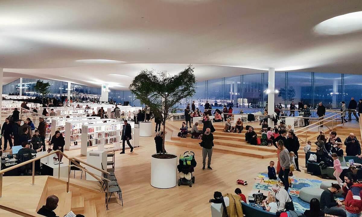 Oodi Helsinki Central Library được mệnh danh là thiên đường sách ở Phần Lan. Ảnh: Reddit