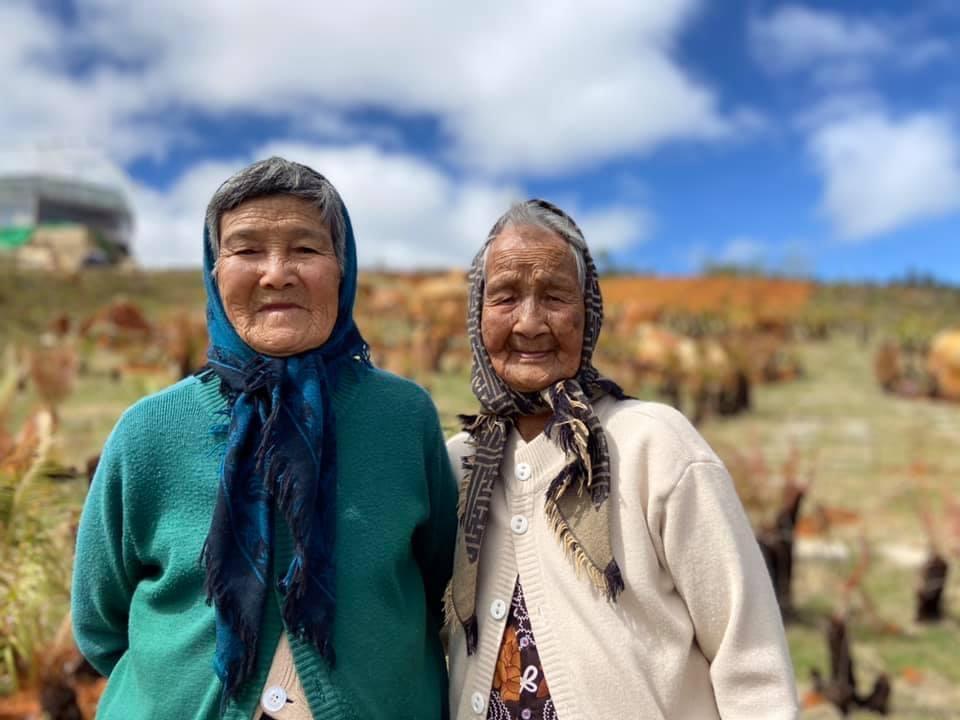 Bộ ảnh hai cụ già tuổi xế chiều check-in Đà Lạt xuất hiện trên mạng vào 7/1. Anh Nguyễn Tấn Sang, chủ nhân của bộ ảnh không ngờ rằng lại tạo ra hiệu ứng tốt như vậy. Bộ ảnh thu hút hàng nghìn lượt yêu thích, chia sẻ trên các trang mạng xã hội.