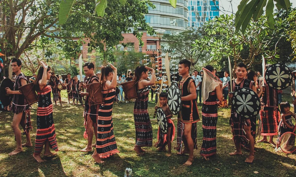 Múa Tung tung da dá. Ảnh: Làng Văn hóa Cơ Tu Toom Sara.