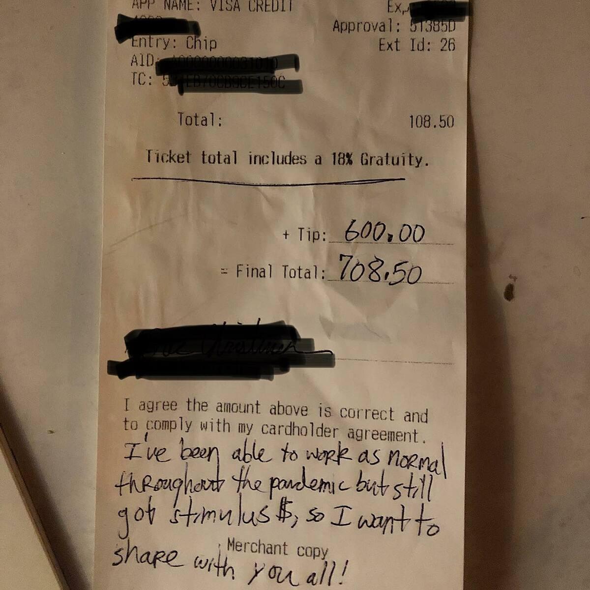 Chủ nhà hàng và nhân viên phục vụ đều gửi lời cám ơn tới vị khách hào phóng. Ảnh: facebook