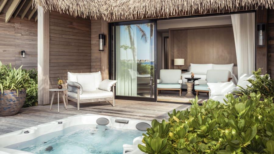 Kiến trúc và nội thất trên đảo được miêu tả là tinh tế và hiện đại, mang nét quyến rũ đậm chất Maldives. Ithaafushi - The Private Island được thiết kế cho những du khách sành điệu nhất, là hình ảnh thu nhỏ của sự độc quyền, riêng tư, nằm trên một trong những điểm đến cảm hứng nhất trên thế giới.