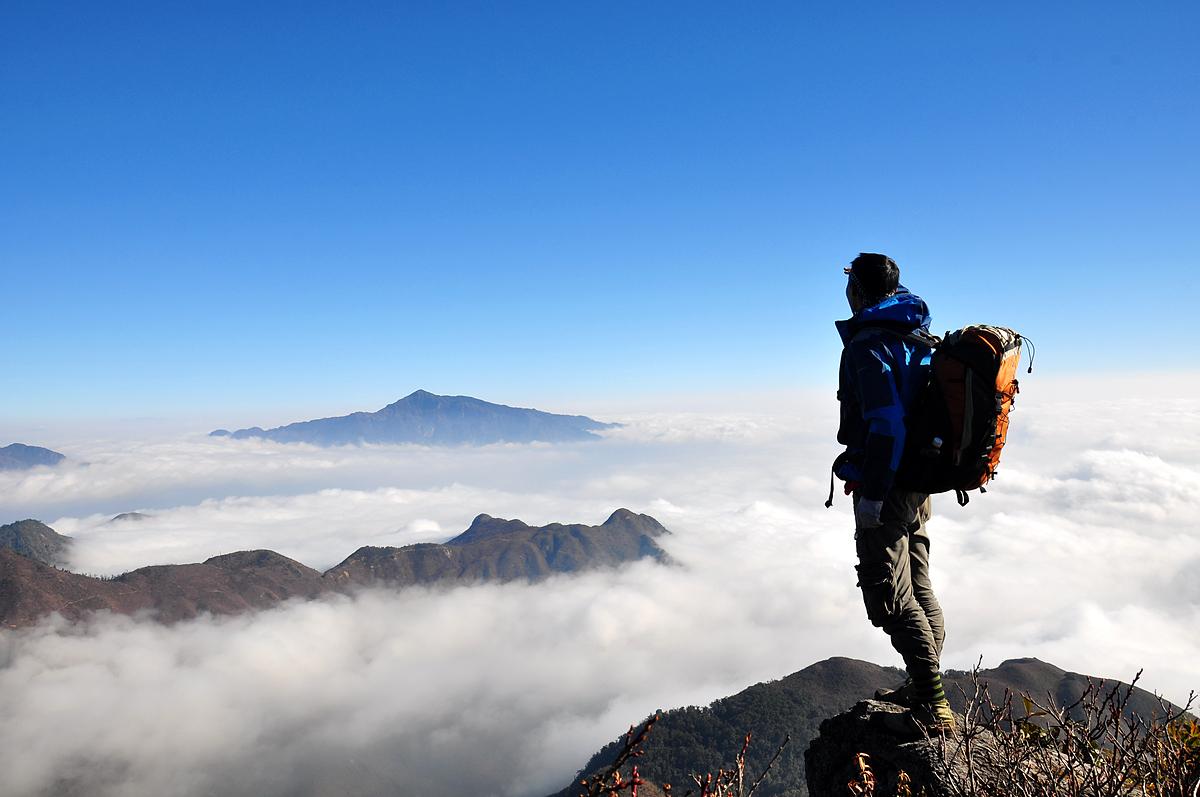 Bạch Mộc Lương Tử là dãy núi trải dài trên địa phận 2 xã Sin Suối, huyện Phong Thổ, tỉnh Lai Châu và Sàng Ma Sáo, huyệt Bát Xát, tỉnh Lào Cai. Ảnh: Vietravel