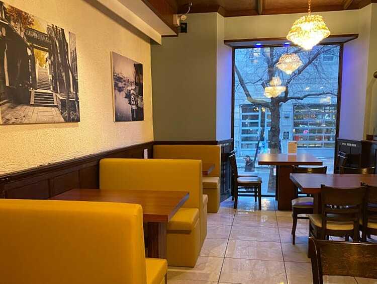Nhà hàng Dì Dai ở Montreal bất ngờ nổi tiếng nhờ phần miêu tả đồ ăn khác thường nhằm giảm kỳ vọng của thực khách của ông chủ. Ảnh: Feigang Fei/Insider