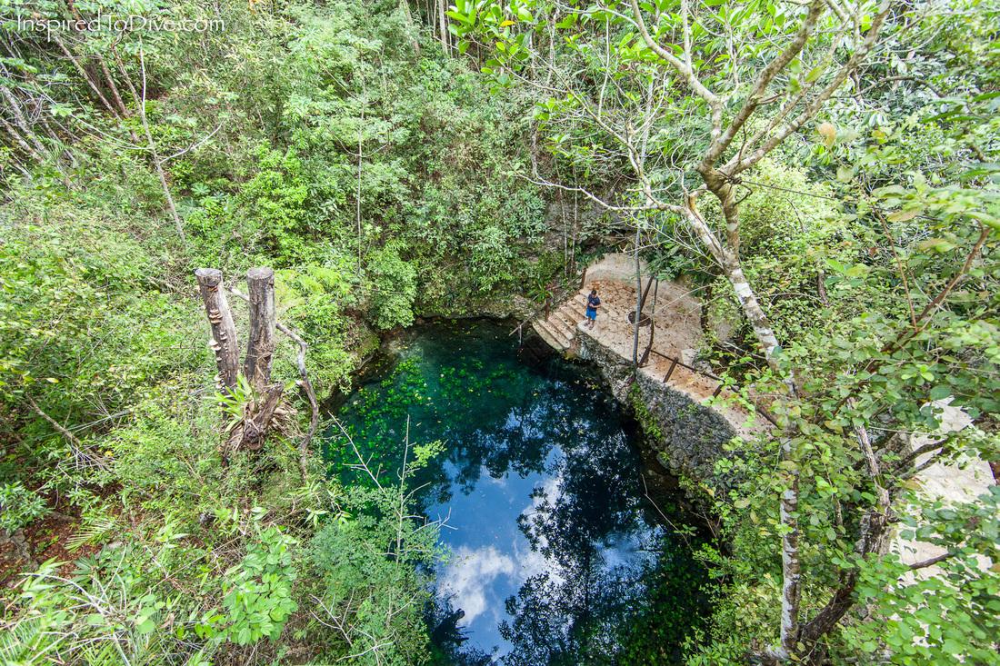 Nước bên trong hố sụt được đánh giá là trong xanh. Ảnh: Inspired to dive