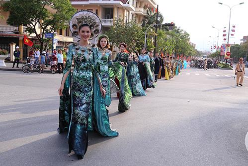 Tuần lễ văn hoá du lịch Đồng Hới năm 2018 được tổ chức nhằm quảng bá hình ảnh du lịch Quảng Bình. Ảnh: Hoàng Táo