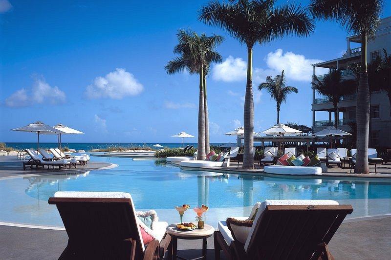 Phần giới thiệu về khách sạn có viết: nhân viên thân thiện, kiến trúc nổi bật, nhà hàng cao cấp... Ảnh: TripAdvisor