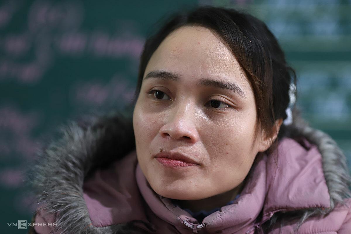 Cô giáo Hà Thị Phương Ly, người nhiều ngày cõng Thải đến trường. Ảnh: Nguyễn Đông.