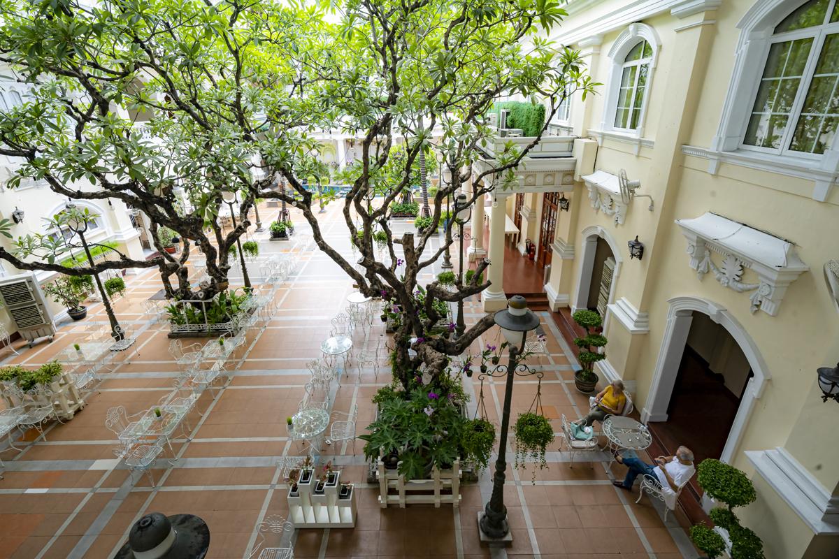 sắc màu hoài cổ tại khách sạn Continental Sài Gòn 140 năm tuổi.