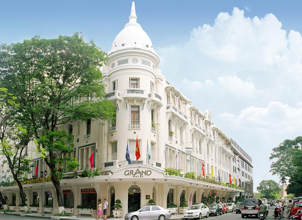 Khách sạn Grand Sài Gòn gây chú ý vì năm trên hai mặt tiền ngay trung tâm thành phố, có thiết kế theo phong cách kiến trúc Pháp. Ảnh: Saigontourist Group.