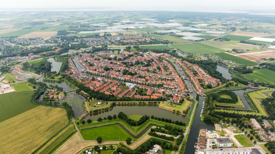 Thành phố Berlelle hiện tại bị thu hẹp bởi các bến cảng của khu vực  Rotterdam Europoort nằm ngay bên cạnh, cảng thương mại lớn nhất châu Âu, nhưng các pháo đài và hào sâu của nó vẫn giữ được kiến trúc từ thời phục hưng. Từ trên cao nhìn xuống, bạn sẽ dễ dàng nhận ra thành phố này nhờ các công trình như pháo đài, hào sâu.