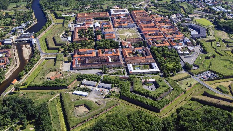 Terezín thuộc cộng hòa Czech, được xây dựng vào cuối thế kỷ 18 bởi hoàng đế Habsburg Joseph II.