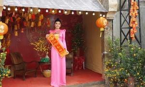 Vườn hoa nhộn nhịp khách chụp ảnh Tết