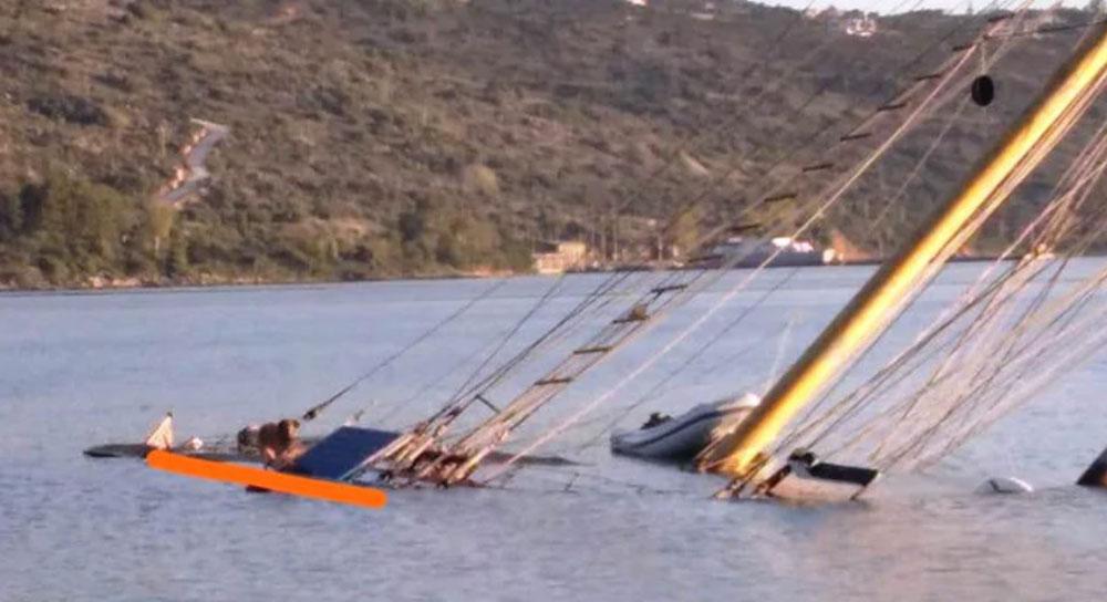 Phần còn lại của con tàu trị giá 1,4 triệu USD nổi trên mặt nước. Ảnh: Chania Animal Protection