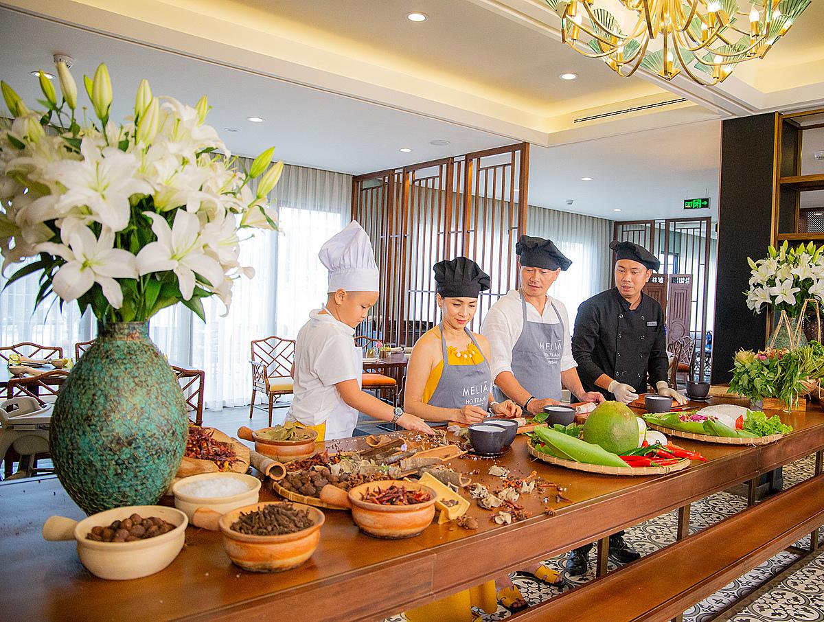 Cùng nhau học nấu các món truyền thống trong ngày Tết Việt mang đến các gia đình nhiều trải nghiệm khó quên những ngày Tết.