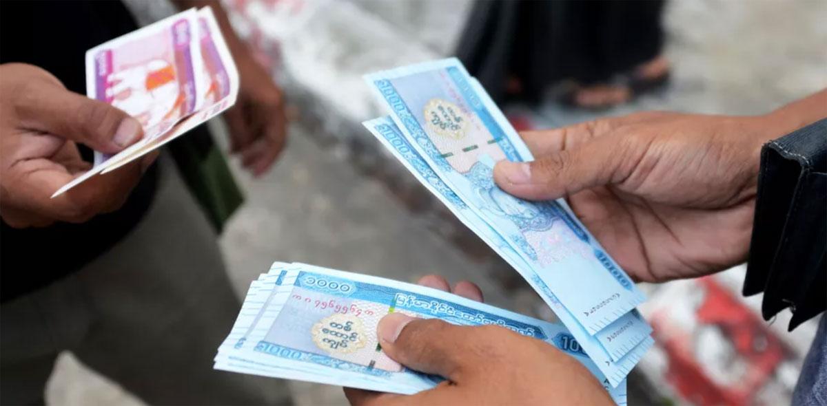 Du khách có thể sử dụng hai loại tiền tệ khác khi tới đây du lịch. Một là đồng Kyat (1.000 Kyat = 16.300 đồng) và hai là đồng USD. Nếu bạn muốn thuận tiện trong việc thanh toán tại các cửa hàng địa phương, bạn nên giữ lại các tờ tiền lớn, và chuẩn bị sẵn các đồng 500 và 1.000 Kyat. Một tô mì có giá khoảng 500 Kyat. Ảnh: Tripsavvy