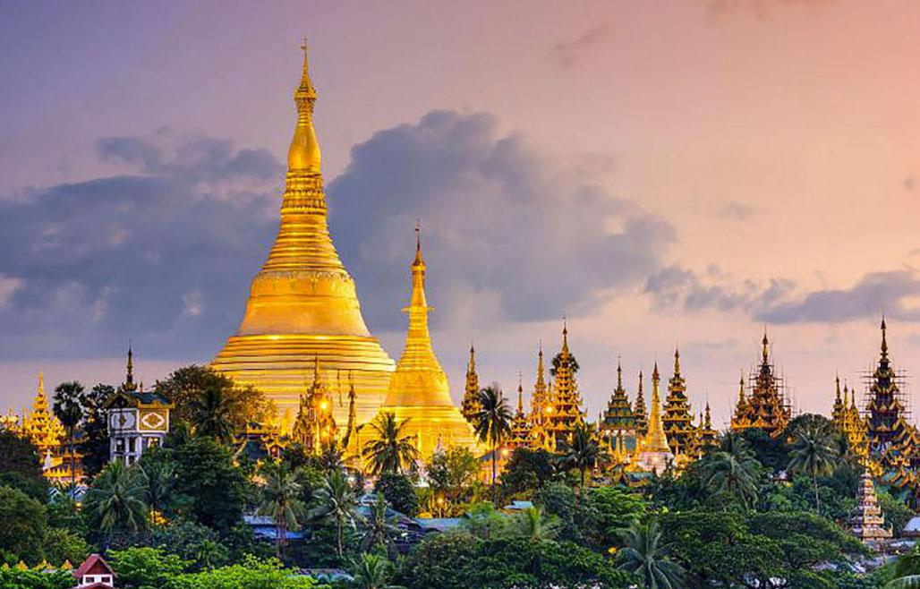 Yangon (ảnh) không phải thủ đô mà là Naypyidaw, cách đó 320km. Việc xây dựng thành phố được bắt đầu từ 2002, nằm giữa vùng nông thôn trống trải. Năm 2005, Myanmar chính thức dời đô đến đây. Ảnh: Wiki