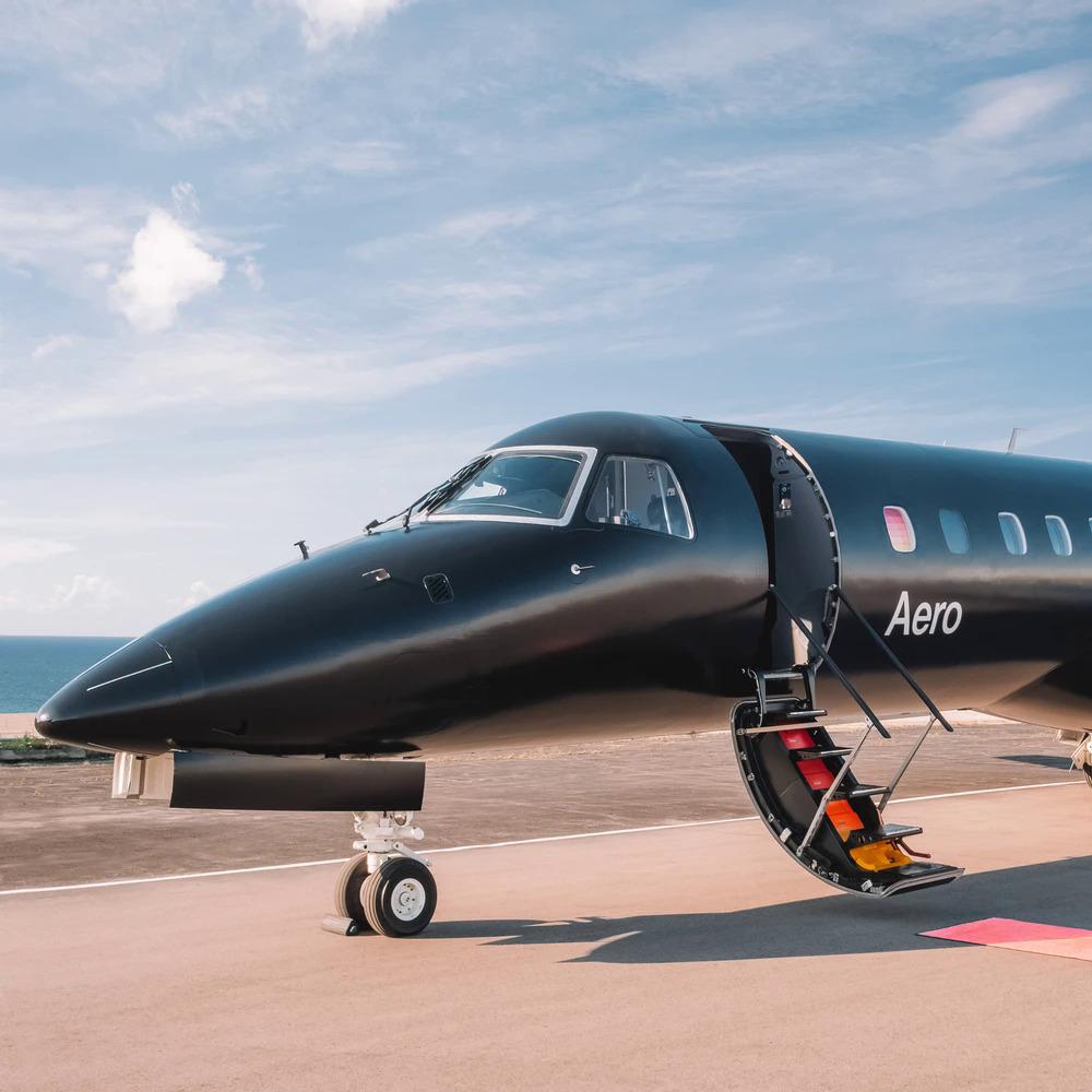Máy bay chuyên chở người giàu mùa Covid-19 của Aero. Ảnh: VICE