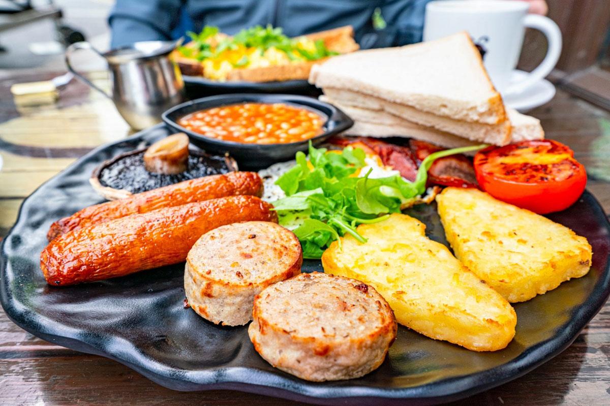 Saviourofhaha nói rằng tại Ireland, khi mẹ của một người bạn mời bạn đồ ăn, bạn phải từ chối cho đến khi chủ nhà bắt ép bạn ăn bằng được. Đó mới là phép lịch sự. Ảnh: Our Escape Clause