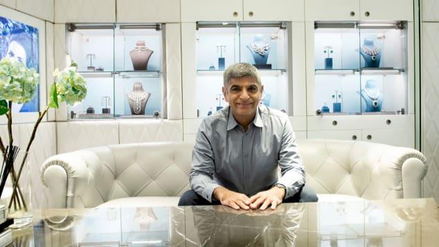 [Rajesh Popley là chủ cửa hàng Al Anwaar Jewelers. Ảnh: Courtesy Al Anwaar Jewellers/CNN
