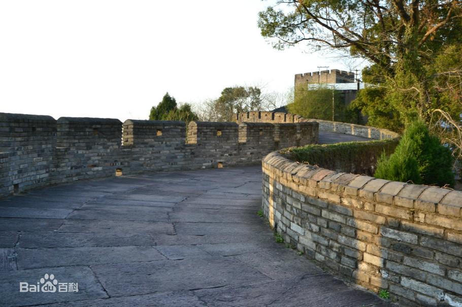 Vào tháng 6/2011, Viện Di tích Văn hóa và Khảo cổ học tỉnh Chiết Giang đã tiến hành khảo sát khảo cổ trường thành. Theo thăm dò khảo cổ, xác định rằng trường thành được mở rộng thời nhà Đường.