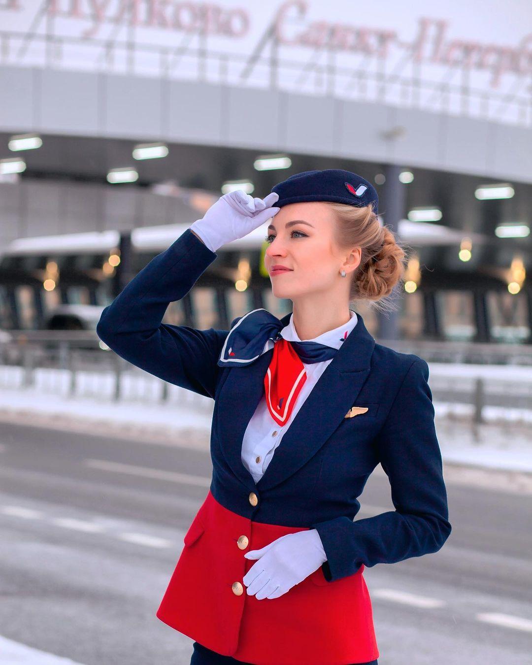 Karina sở hữu hơn 20.000 lượt theo dõi trên Instagram và 5 năm kinh nghiệm làm tiếp viên hàng không. Những bài viết của cô truyền cảm hứng cho những người muốn làm nghề này. Ảnh: Maniadelcielo/Instagram