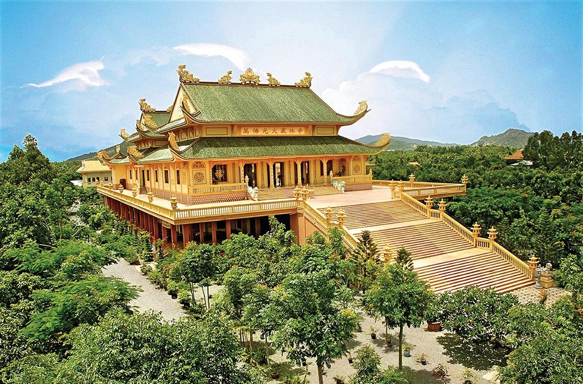 Chùa Vạn Phật Quang từng nhận 6 kỷ lục bởi Trung tâm Sách Kỷ lục Việt Nam. Ảnh: Shutterstock.