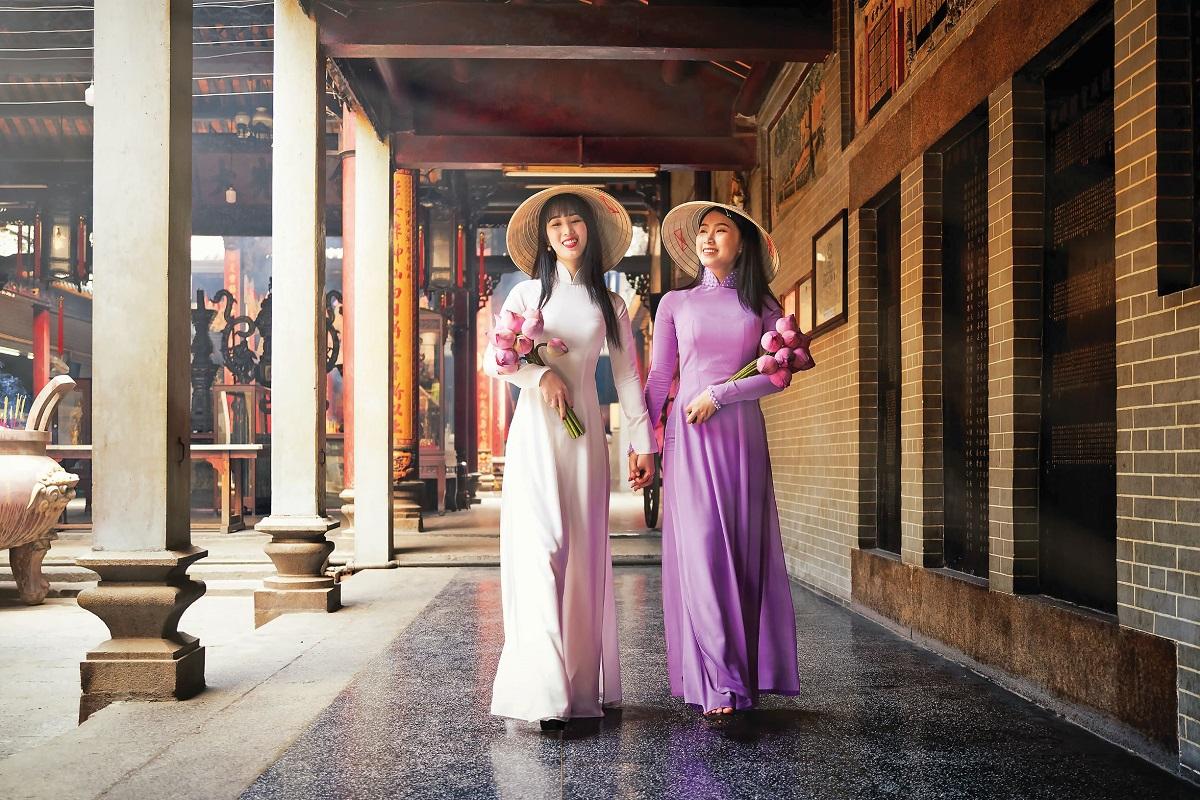 Các tour hành hương của Vietravel được bán với giá từ 699.000 đồng. Bên cạnh tham quan các ngôi chùa, du khách sẽ được thưởng thức những bữa cơm thuần chay. Ảnh: Shutterstock.