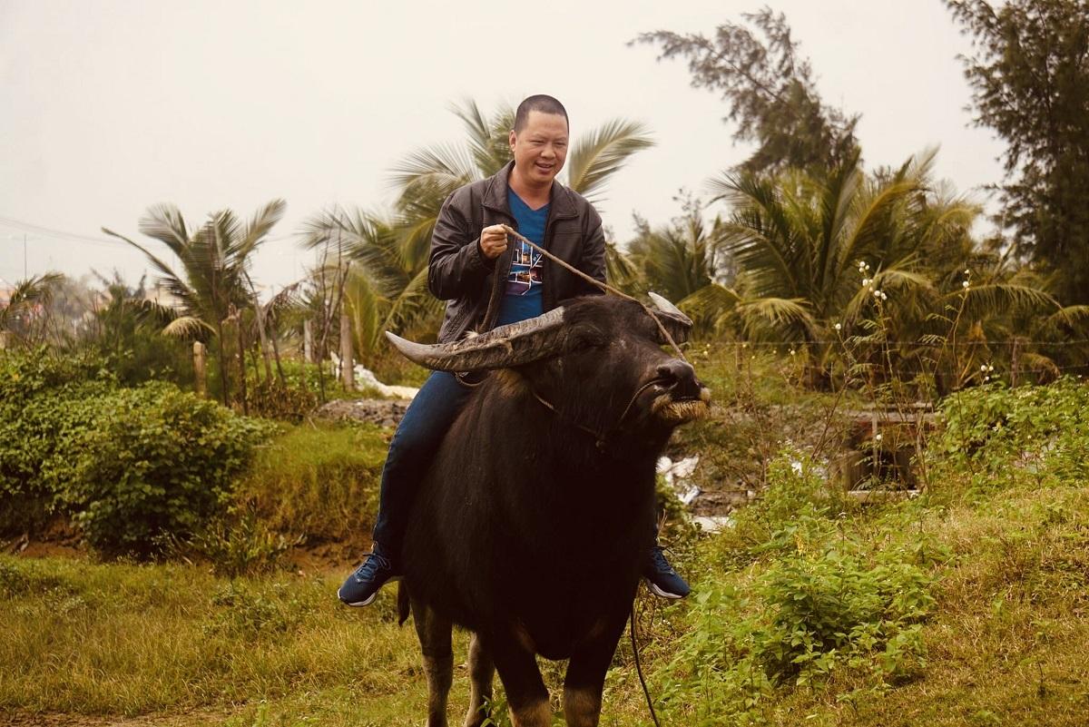 Tour trồng lúa đã được ông Khoa phát triển hơn 10 năm. Ông hi vọng dịch sớm được kiểm soát, để tiếp tục đón khách về trải nghiệm du lịch cùng trâu. Ảnh: NVCC.