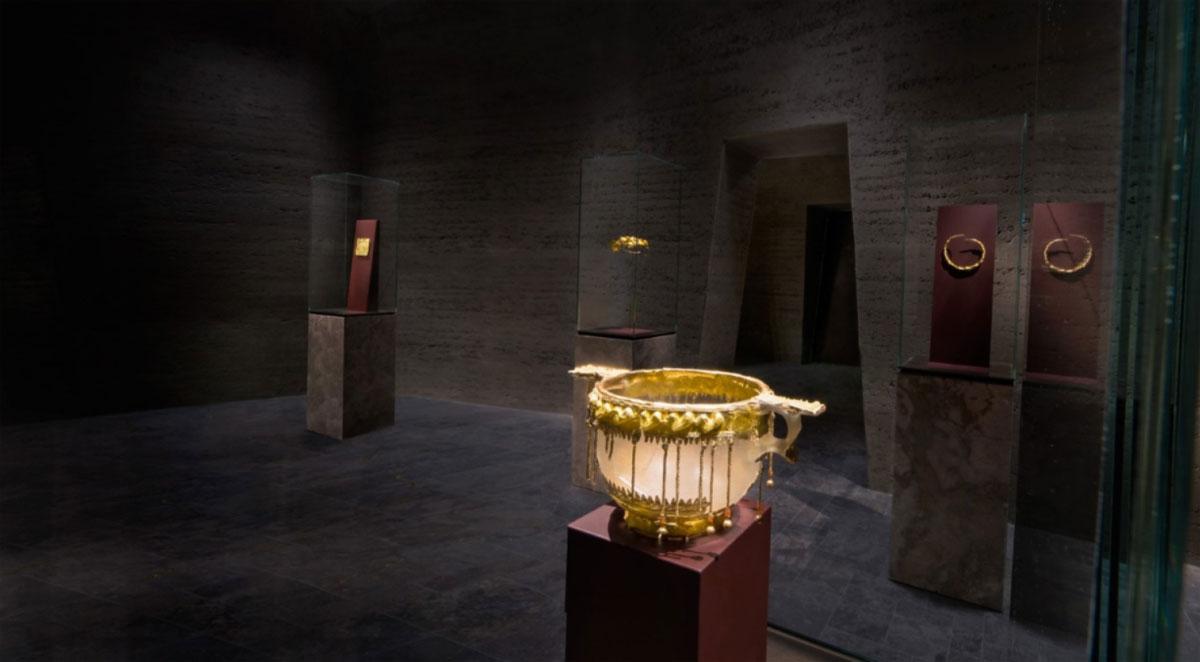 Nơi được mệnh danh là phòng chứa vàng của thành phố Frankfurt này trưng bày hơn 500 món đồ cổ bằng vàng có tuổi đời hơn 6.000 năm. Du khách có thể đi thang máy để đến tham quan bảo tàng luôn nằm trong danh sách hiện đại nhất châu Âu này.Du khách có thể chạm vào một khối vàng đến từ miền tây Australia nặng gần 4 kg, hay các thiên thạch 4,6 tỷ năm tuổi. Ảnh: Floornature