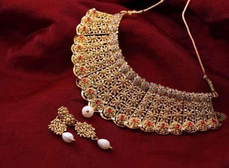 Bảo tàng bao gồm phòng trưng bày và các cửa hàng bán đồ trang sức, nằm ở tầng 1, ngã tư Eureka, đường Koppikar, quận Dharwad, thành phố Hubli. Đây là một điểm đến hút khách của bang Karnataka trước đại dịch. Xung quanh nơi này là những khu vực sản xuất vàng hàng đầu của đất nước. Ngoài ra, du khách có thể ghé thăm hàng chục phòng trưng bày và cửa hàng vàng khác tại Hubli. Tuy nhiên, Gold Museum vẫn là điểm đến nổi tiếng nhất. Ảnh: Hello Travel