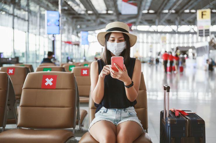 Trong tình hình dịch bệnh hiện tại, đeo khẩu trang khi ra nơi công cộng vẫn là biện pháp an toàn nhất để phòng dịch. Ảnh: Travel