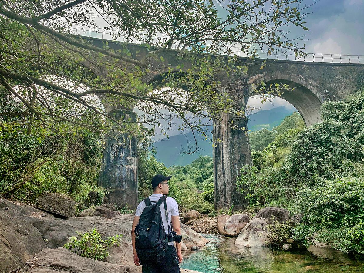 Là người bản địa, Phương Tùng cho biết địa điểm này được nhiều dân phượt chạy đường đèo biết. Người dân địa phương và du khách chưa biết đến nhiều do không có đường đi vào và chưa được khai thác du lịch. Sự hoang sơ, mới mẻ của địa điểm này là điều hấp dẫn chàng trai trẻ khám phá, giới thiệu cho nhiều người biết tới hơn.