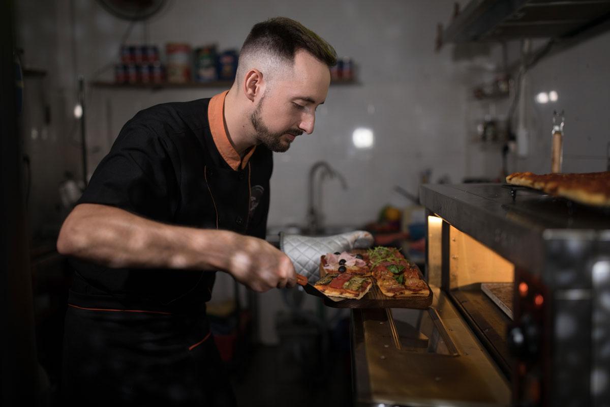 Marvin trong căn bếp tại nhà hàng của mình. Ảnh: Marvin Corti