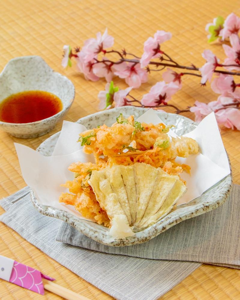Sakura Ebi là loài tôm có thịt chắc và vị ngọt dịu, hương thơm nhẹ.